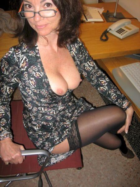 Femme cougar dominatrice pour mec obéissant
