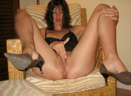 Femme sexy docile pour libertin séduisant très souvent disponible
