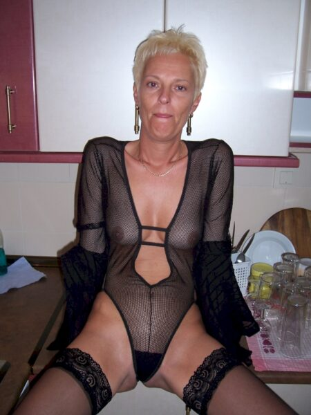 Très belle femme cougar sexy qui a envie d'un plan entre coquins